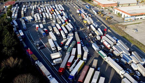 Resultado de imagen de Italienische Lkw-Fahrer im Streik