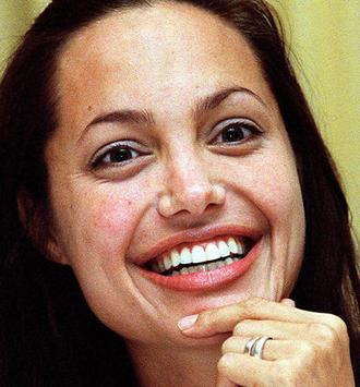 • Angelina Jolie • Beauty & Wellness • NEWS.AT - 11_news_mainframe_life_style_promistyle_starverwandlungen_angelina_jolie_13
