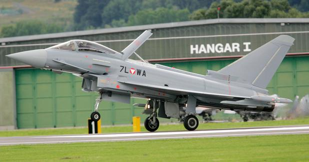 Erster Eurofighter landet in Zeltweg 2007