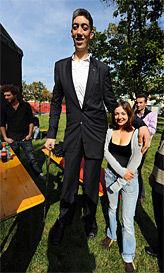Tag Der Weltrekorde Im Wiener Prater Der Größte Mensch Der Welt
