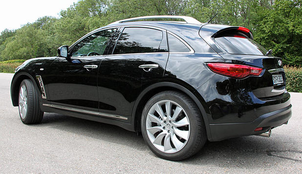 Infiniti FX 30d Black and White Edition im Test.
