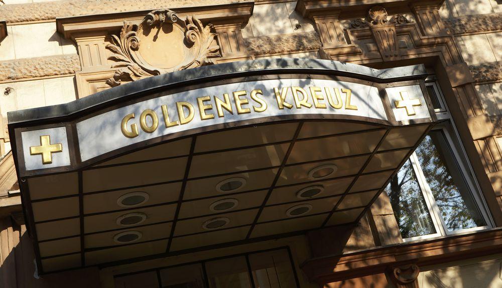 goldenes kreuz zur kommunion