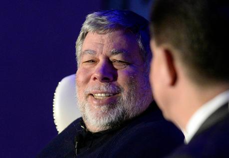 Steve Wozniak - april-charlotte-nc-usa-apple-co-founder-steve-wozniak-left-smiles-as-he-answers-a-qu