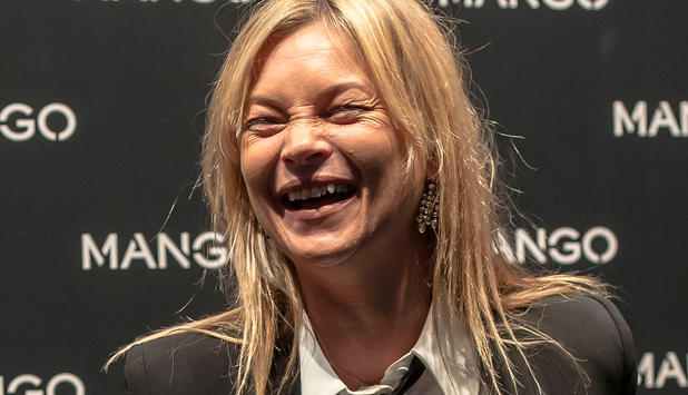 Menschen - Jetzt zollt Kate Moss ihrem wilden Lebensstil Tribut - cara-delevingne-and-kate-moss-attend-the-mango-boutique-opening-during-the-milan-fashion-week-springsummer-on-september-in-milan-italy