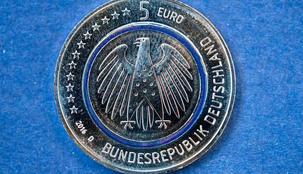 Wie Wäre Es Mit Der Fünf Euro Münze Newsat