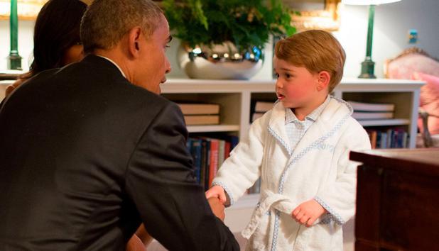 Darum begrüßte Prinz George Präsident Obama im Bademantel • NEWS.AT