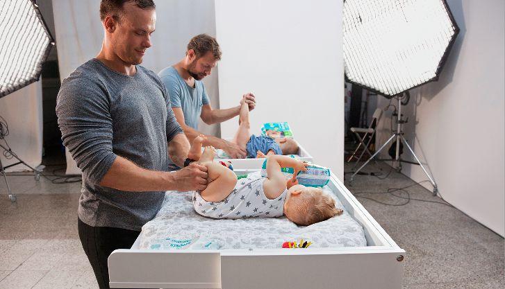 Teen Väter heben ihr Baby
