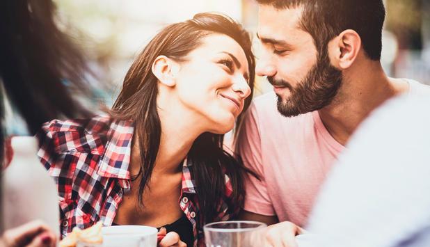 Ist es in Ordnung, beim ersten Date zu küssen