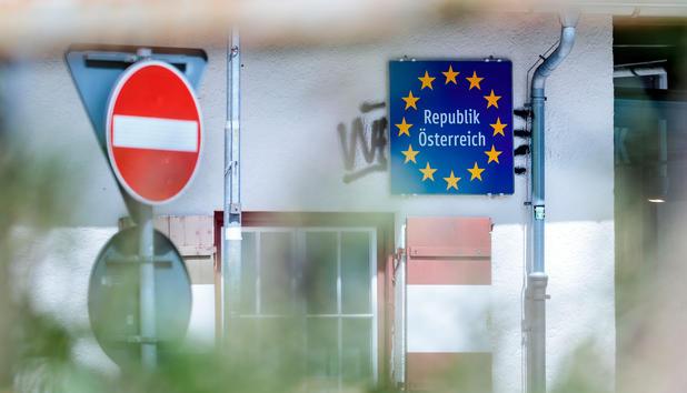 Zeitungen: Zahl der Asylanträge in EU um Hälfte gesunken