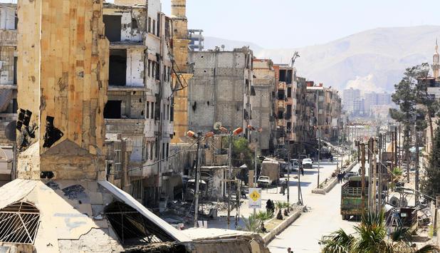 Syrische Luftabwehr schießt angeblich Raketen über Homs ab [1:10]